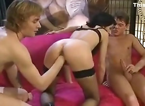 Anal,Fisting,Vintage,Classic,Retro,Group Sex,Gaping,Cumshot,Fisting,Queen Debora Coeur...