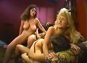 Brunette,Blond,Vintage,Classic,Retro,Threesome,Cumshot,Vintage Keisha 1