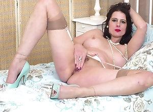 Brunette,Vintage,Classic,Retro,Big Tits,Stockings,MILF,Solo Female Karina Currie...